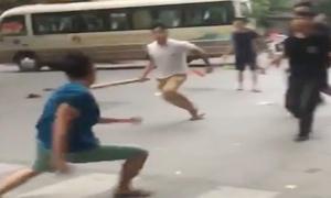 Nhóm thanh niên hỗn chiến trên phố Hà Nội