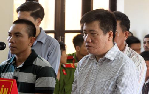 can-bo-dia-chinh-ke-khong-gan-100-ngoi-mo-lay-tien-den-bu