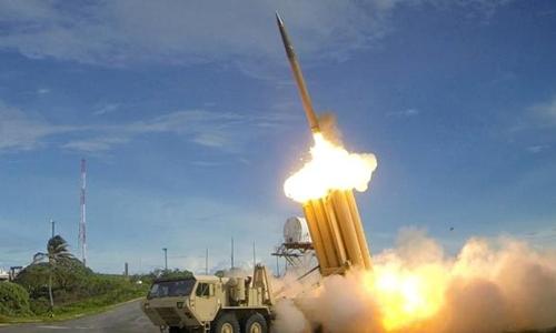 Tên lửa thuộc hệ thống THAAD khai hỏa. Ảnh: Reuters