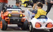 Công an đòi giữ ôtô đồ chơi trẻ em ở quảng trường Hạ Long