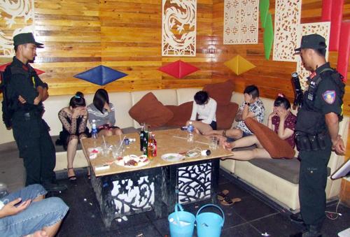 Số người sử dụng ma túy tại quán karaoke. Ảnh: Hồng Tuyết