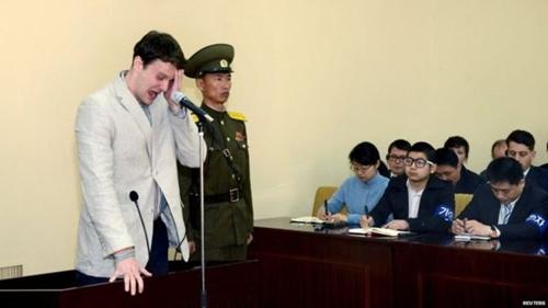Warmbier phát biểu trước báo giới tại Bình Nhưỡng hồi năm ngoái. Ảnh: Reuters