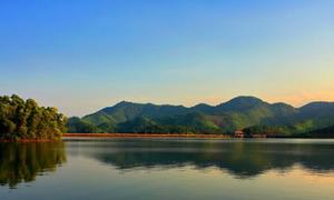 Vẻ đẹp thanh bình của hồ Núi Cốc