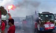 CĐV Hải Phòng đốt pháo sáng, rải tiền âm phủ trên đường Hà Nội