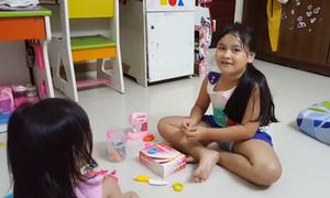 Bé 7 tuổi nói tiếng Anh lưu loát nhờ xem Youtube