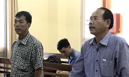 Ông Nguyễn Thiện Trí, chồng bà Tú, nghe tòa tuyên án và ông cho biết ông chấp nhận bản án này