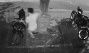 Trộm xe tay ga bị cả gia đình phục kích