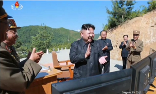 Lãnh đạo Triều Tiên và các tướng lĩnh sau vụ phóng tên lửa. Ảnh: ChosonTV.