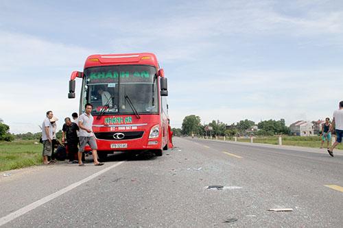 xe-container-tong-oto-khach-40-hanh-khach-hoang-loan