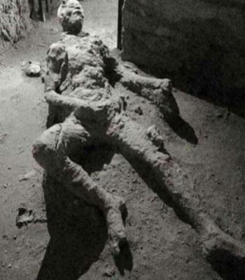 tu-the-chet-gay-tranh-cai-cua-nan-nhan-tham-hoa-nui-lua-pompeii