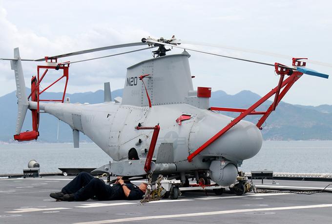 Tàu chiến Hải quân Mỹ cập cảng Cam Ranh