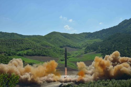 Tên lửa Hwasong-14 được Triều Tiên phóng hôm qua. Ảnh: Reuters.