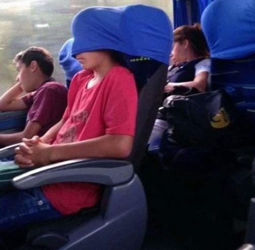 Cách ngủ ngon trên xe khách.