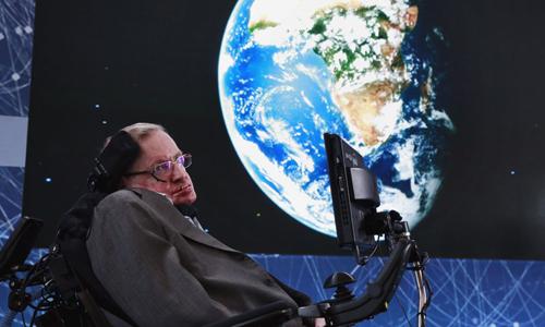 Nhà vật lý học người Anh Stephen Hawking. Ảnh: Reuters.