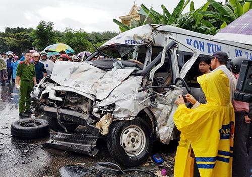 Tai nạn ở Kon Tum, khiến 4 người tử vong. Ảnh: