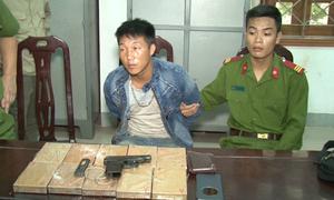 Kẻ vận chuyển heroin dùng súng K59 định bắn trả công an