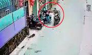 Cô gái bị cướp túi ngay khi vừa lấy ra khỏi cốp xe máy