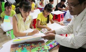 Họa sĩ thuê nhà trọ dạy vẽ miễn phí cho trẻ em miền Tây