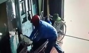 Trộm đột nhập nhà dân bẻ khóa xe máy trong 3 giây
