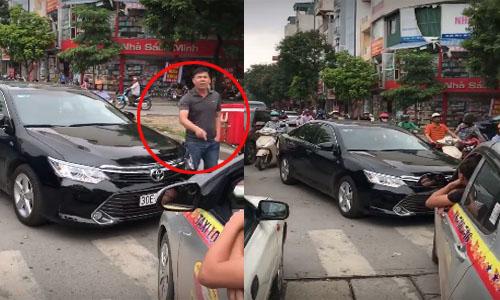 taxi-chan-dau-buoc-camry-lan-lan-phai-chay-lui