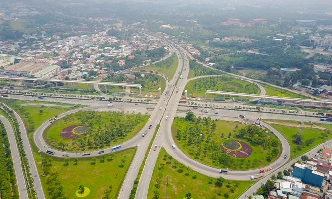 Những cây cầu uốn lượn giải tỏa ùn tắc ở TP HCM