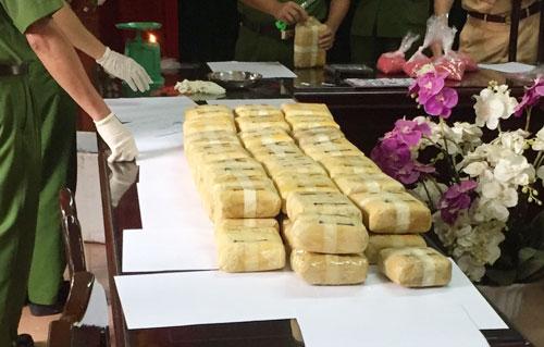 bao-tai-30kg-thuoc-lac-bi-thu-tren-xe-khach-1