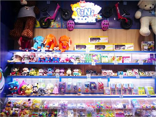 Khu vực tiNi Store với hàng loạt phần thưởng hấp dẫn chờ bé chinh phục.