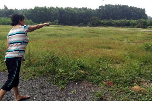 Một lô đất được chủ đầu tư rao bán với giá 160 triệu đồng/ 100 m2 tại xã Bình Sơn. Ảnh: Phước Tuấn
