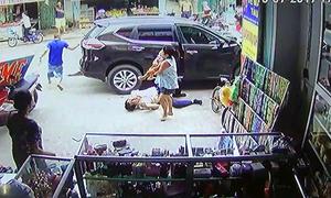 Nhiều người đi bộ bị ôtô hất văng, cô gái thiệt mạng