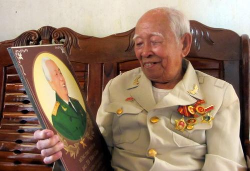 Cụ Cắm là 1 trong những chiến sĩ đầu tiên của Quân đội nhân dân Việt Nam. Ảnh: Hoài Thanh