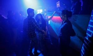 Nghề nữ bảo vệ ở quán bar Ấn Độ