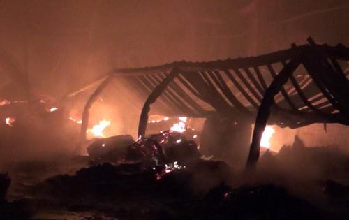 Nhà xưởng bị cháy rụi. Ảnh: Nguyệt Triều