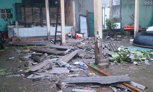 Nhiều ngôi nhà bị tốc mái trong mưa bão ở Quảng Trị