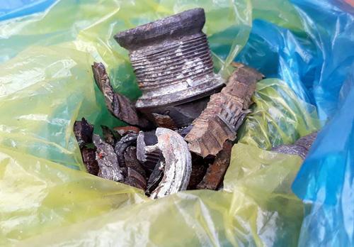 Nhiều mảnh vỡ được thu giữ tại hiện trường sau tiếng nổ trên bầu trời