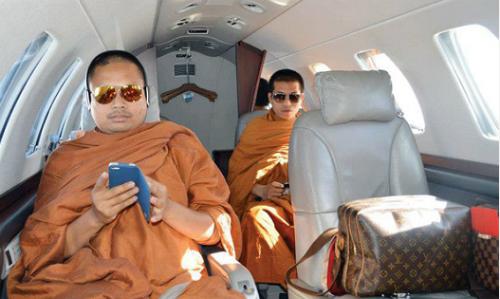 Góc tối đằng sau vụ nhà sư ăn chơi khét tiếng ở Thái Lan