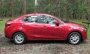 Định giá Mazda2 đời 2015?