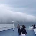 Mây cuộn khổng lồ vắt ngang Thái Bình Dương