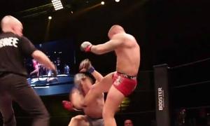 Võ sĩ MMA thắng vì đá vào mặt đối thủ đã ngã gây rúng động