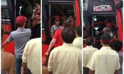 Hai cô gái Tây bị phụ xe đuổi khỏi ôtô du lịch