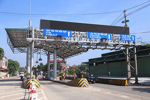 nguoi-dan-di-oto-dieu-hanh-phan-doi-tram-bot-o-thai-nguyen-1