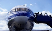 Vì sao hành khách chỉ lên máy bay bằng cửa bên trái?