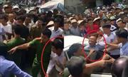 Đám đông vây đánh hai người Trung Quốc vì nghi thôi miên lừa tiền