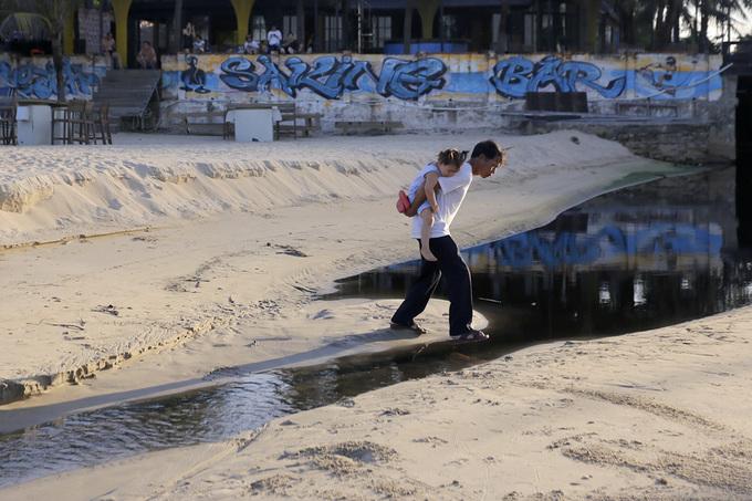 Cống nước thải đầu độc bãi biển đẹp nhất Đà Nẵng
