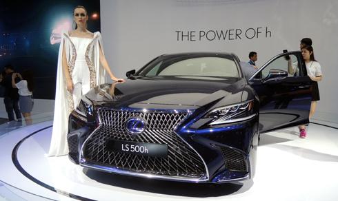 lexus-ls500h-sedan-nhat-ban-phong-cach-co-dien