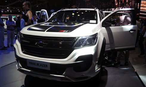 chevrolet-trailblazer-doi-thu-fortuner-den-viet-nam