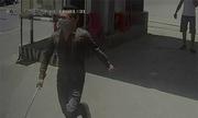 11 người bịt mặt 'múa kiếm' chém gục nam thanh niên