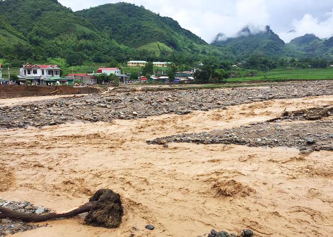 Nhiều khu dân cư ở Tây Bắc bị lũ san phẳng