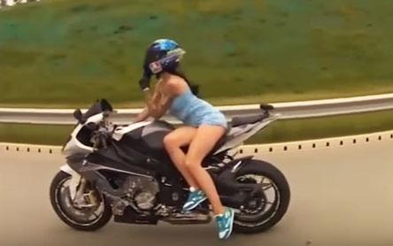 nu-biker-nguoi-nga-tu-nan-khi-chay-moto-toc-do-cao
