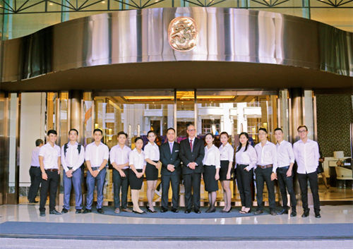 Sinh viên NIIE trong một buổi thực tế tại Khách sạn Carravell Sài Gòn