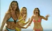 Tại sao ba người đẹp bikini lại lao vào cá mập?
